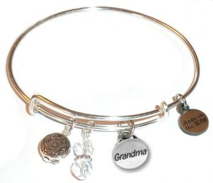 mother's day gift ideas - grandma charm bracelet